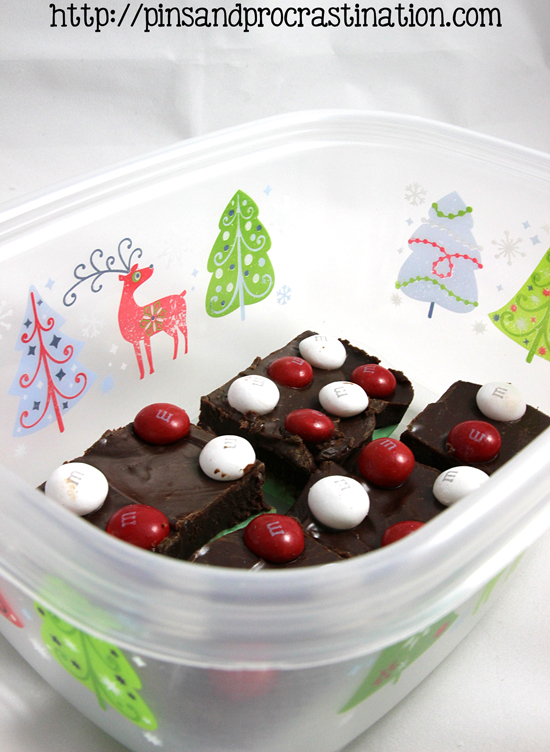Looking for a great holiday recipe? This mint chocolate fudge is so easy to make and even more delicious to eat. This is the perfect easy christmas dessert that still looks adorable. Yummy chocolate fudge and mint fudge were meant to go together. With only 4 ingredients used in baking it doesn't get much better.