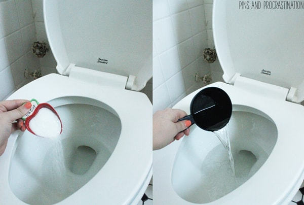 No one likes to clean toilets- it's just icky. But unfortunately we have to! So if we are going to clean the toilet, we might as well make it fast and easy. This awesome homemade toilet bowl cleaner is green, natural, effective, and takes so little work to use. It is so easy it doesn't feel like work at all.
