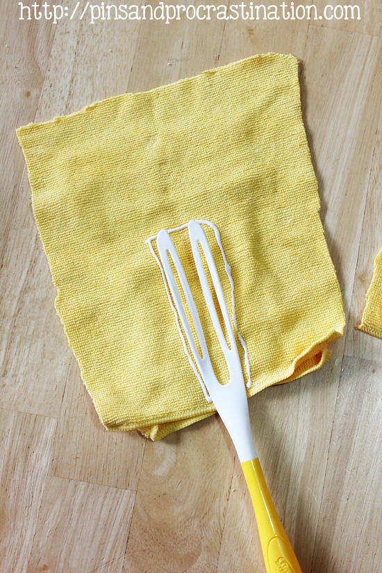 Do you ever get sick of tossing out swiffer duster heads? I know I do- they're so wasteful. This is the perfect solution- a reusable duster head. It's even more effective than the disposable ones and easy to make, plus it saves you money. You don't need to know how to sew or anything! And you can wash it in the washing machine. If you're ready to save time and money on disposable dusters, you have to check this out.
